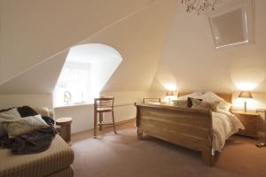 Oak Bedroom 1