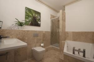 Sequoia Bathroom