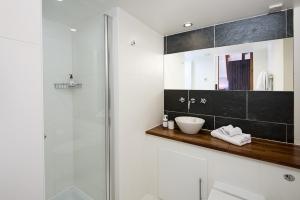Kestrel bathroom