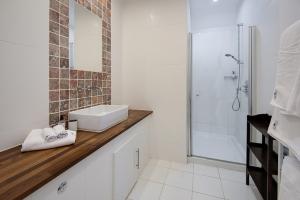 Golden Eagle Bathroom